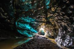 Пещера льда в Vatnajokull, Исландии Красота заполненных пещер Стоковое Фото