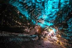 Пещера льда в Vatnajokull, Исландии Красота заполненных пещер Стоковое Изображение