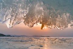 Пещера льда с предпосылкой захода солнца, Сибирем Россией Стоковая Фотография RF