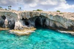 Пещеры моря накидки greco Cavo Ayia Napa, Кипр стоковые изображения rf
