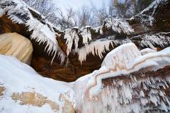 Пещеры льда замерли водопад островов апостола, который, зима Стоковые Изображения RF