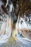 Пещеры льда замерли водопад островов апостола, который, зима Стоковые Фотографии RF