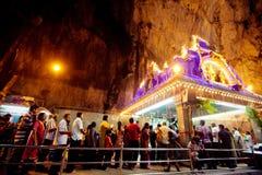 ПЕЩЕРЫ BATU, МАЛАЙЗИЯ - 18-ОЕ ЯНВАРЯ 2014: Thaipusam на Batu выдалбливает tem Стоковые Изображения