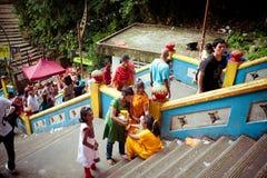 ПЕЩЕРЫ BATU, МАЛАЙЗИЯ - 18-ОЕ ЯНВАРЯ 2014: Thaipusam на Batu выдалбливает tem Стоковое Фото