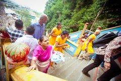 ПЕЩЕРЫ BATU, МАЛАЙЗИЯ - 18-ОЕ ЯНВАРЯ 2014: Thaipusam на Batu выдалбливает tem Стоковые Фото