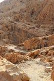 Пещеры Qumran в национальном парке Qumran, где перечени мертвого моря были найдены, поход пустыни Judean, Израиль стоковое изображение
