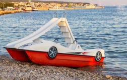 Педал-шлюпки с водными горками Стоковое фото RF