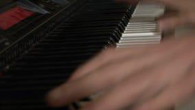 Пианист с музыкальным инструментом рояля классическим видеоматериал