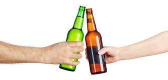 Пивные бутылки делая здравицу Стоковое Фото