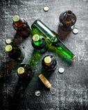 Пивные бутылки и консервооткрыватель стоковые изображения rf