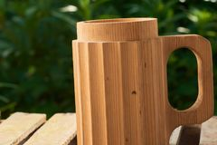 Пиво в деревянной кружке Стоковая Фотография