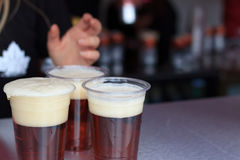 Пиво в пластичных чашках на торжествах дня Канады, Лондон 2017 Стоковое Изображение RF