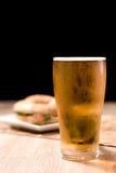 Пиво в стекле на черной предпосылке Стоковое Изображение