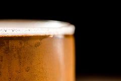 Пиво в стекле на черной предпосылке Стоковая Фотография RF