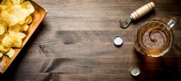 Пиво и обломоки стоковые изображения