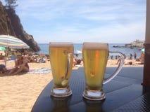 Пиво и пляж в Tossa de mar Стоковая Фотография RF