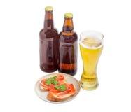 Пиво и сандвичи лагера с посоленной форелью Стоковые Фотографии RF