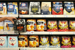 Пиво 6 пакетов в магазине Стоковое Фото