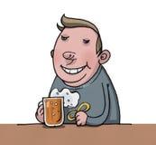Пиво тучного человека выпивая Стоковые Изображения RF