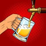 Пиво льет в стекло от вектора искусства шипучки крана пива Стоковые Фото