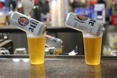 Пиво Miller Lite готовое для служения в пабе Стоковые Изображения