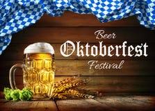 Пиво Oktoberfest с пшеницей и хмелями стоковые фотографии rf