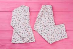 Пижама ` девушек установленная на пинк стоковое фото rf