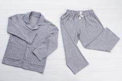 Пижама ` мальчиков установленная на белизну стоковые фотографии rf