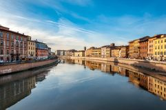 Пиза, Италия - 29-ое декабря 2017 - захватывающий вид на реке в th стоковое фото