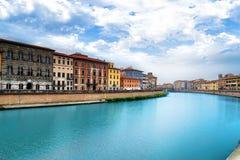 Пиза, река Арно, взгляд Lungarno выдержка длиной Тоскана, Италия, европа Стоковое фото RF