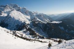 Пики высокой горы с снежком Стоковое Изображение RF