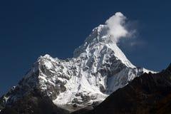Пики горы покрывают в Гималаях в Непале Стоковое фото RF