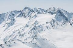 пики гор горы caucasus dombay стоковые изображения rf