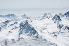 пики гор горы caucasus dombay стоковое фото