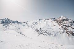 пики гор горы caucasus dombay стоковое изображение rf