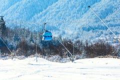 Пики кабины и снега фуникулера Bansko, Болгария Стоковые Изображения RF