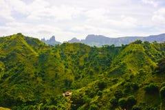 Пики Сьерры Malagueta, ландшафт Кабо-Верде вулканический, остров Сантьяго стоковая фотография