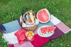 Пикник лета с французским хлебом, вином и арбузом Стоковая Фотография