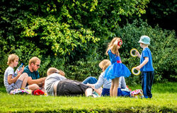 Пикник семьи на горячий летний день Стоковое Фото