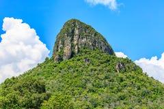 Пиковая гора с голубым небом Стоковые Фото