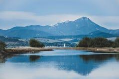 Пиковое отражение в воде Стоковая Фотография
