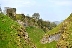 Пиковый район Великобритания, старый исторический замок Peveril, подъем стоковые изображения
