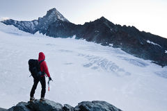 пик горы альпиниста Стоковое Изображение RF