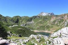 Пик горы в Saliencia& x27; озеро s в Астурии Стоковое фото RF