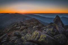 пик горы утесистый Ландшафт горы на заходе солнца Стоковая Фотография RF