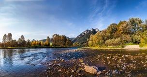 Пик 3 крон увиденных от стороны словака Dunaje Стоковые Фото