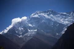 Пик Annapurna и пропуск в горы Гималаев, зона Annapurna, Непал Стоковые Изображения