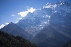 Пик Annapurna и пропуск в горы Гималаев, зона Annapurna, Непал Стоковые Изображения RF