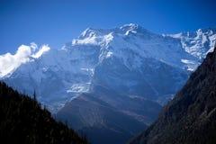 Пик Annapurna и пропуск в горы Гималаев, зона Annapurna, Непал Стоковое фото RF