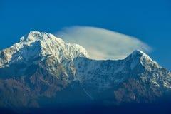 Пик Annapurna южные и пропуск в горы Гималаев, регион Annapurna, Непал стоковое фото